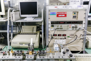 20GHz Bands Testing System・S-Parameter Tester/Handler・Exclusive RF Test Fixture